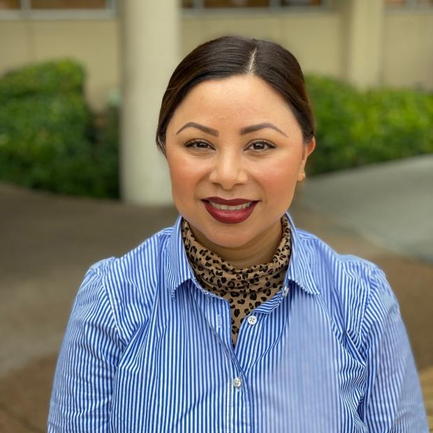 Dina Carrillo Headshot