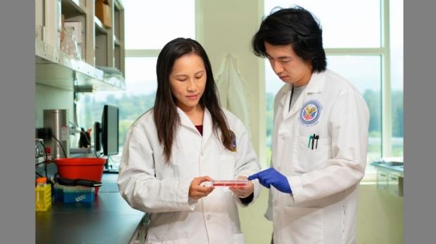 photo of Ngan Huang in lab