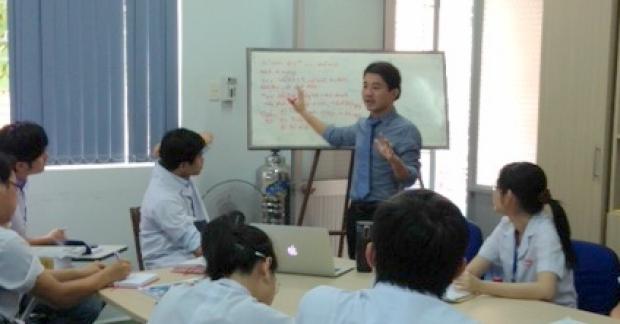 Dr. Trung Pham teaching in HMC, Vietnam