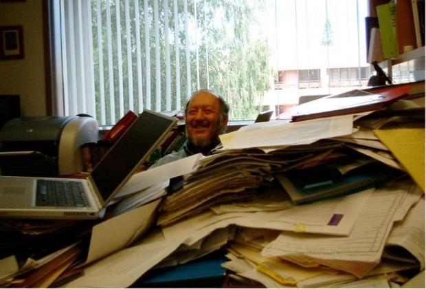Irving Weissman at his desk