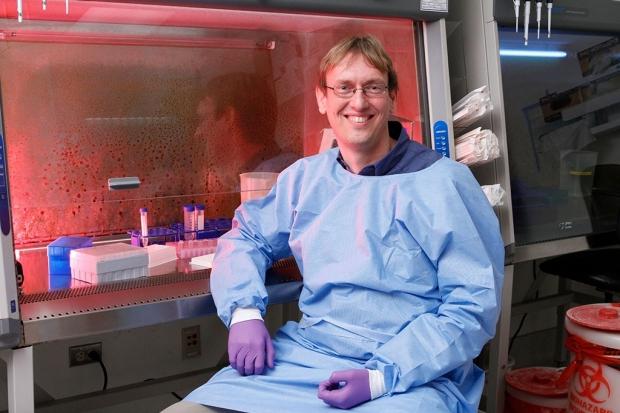 Jan Carette in his lab