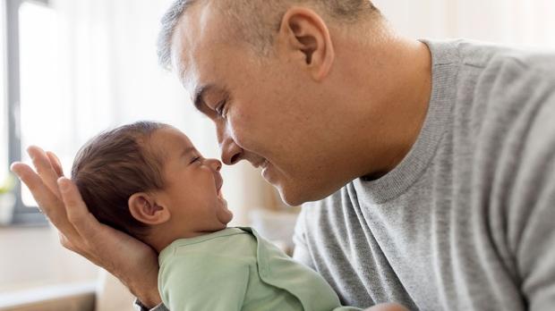 Older dads linked to higher birth risks