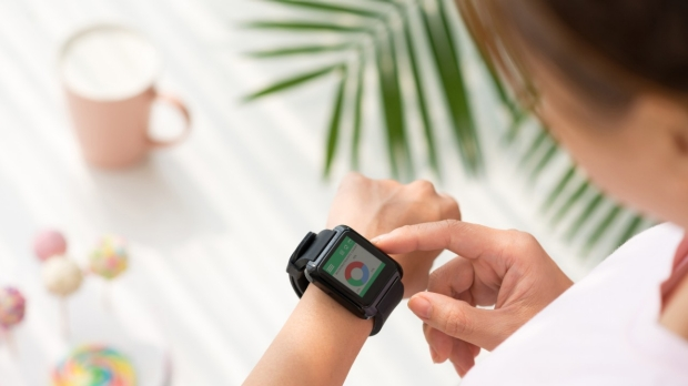 Digital health tracking tools help individuals lose weight, study finds