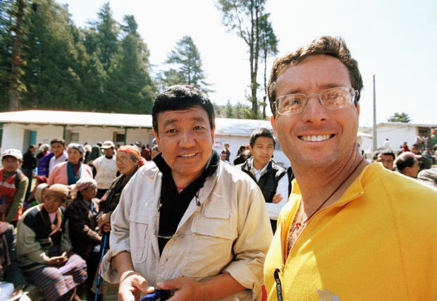 Himalayan Cataract Project Co-Founders, Geoff Tabin, MD, and Sanduk Ruit, MD, at a cataract outreach event together in Nepal. Photo courtesy of Ace Kvale and the Himalayan Cataract Project.