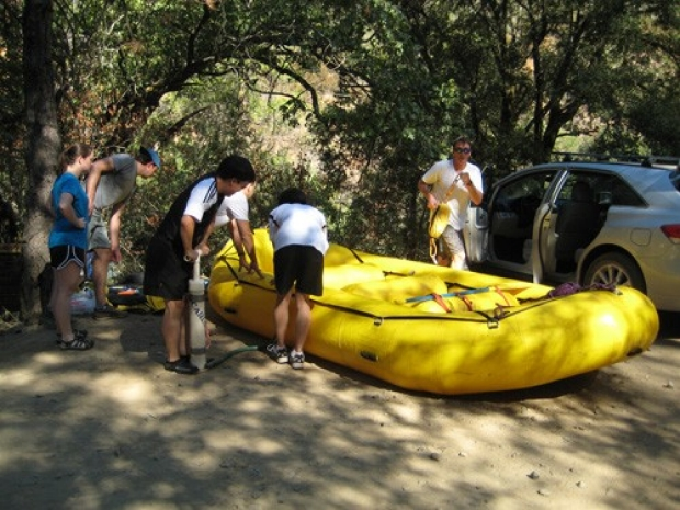 lab_rafting_inflating_2010_small