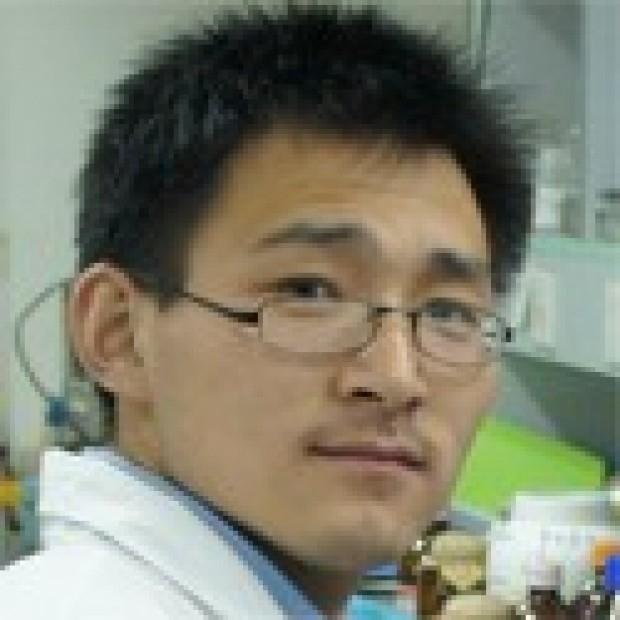 headshot of Guang Li