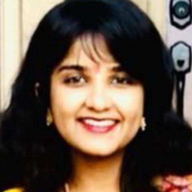 headshot of Sruthi Mantri