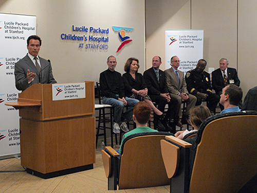 Schwarzenegger, Jobs visit Packard Children's to support