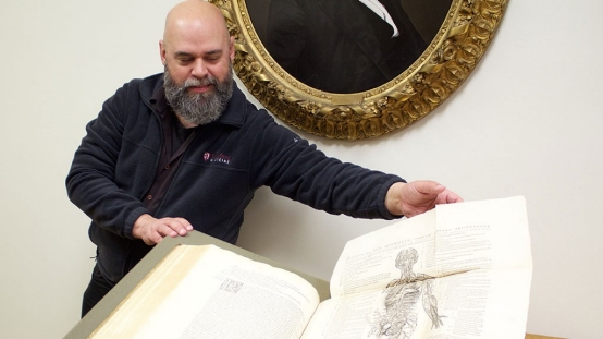 Stanford art students get lesson on the evolution of anatomy illustration