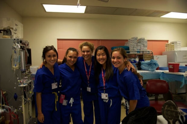 group pic of students in surgery lab