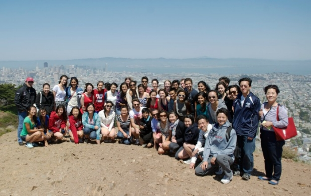 group pic of students on field trip