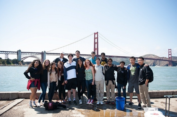 group picture in front of Golden Gate Bridge