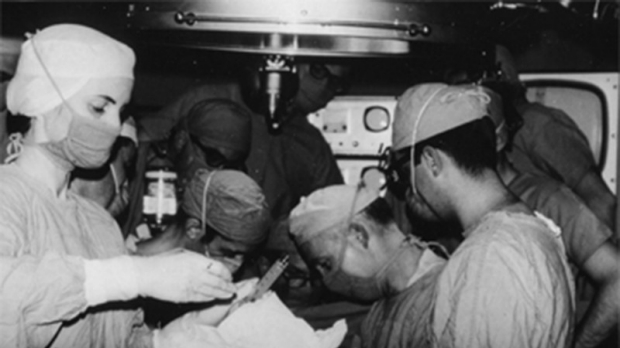 black and white photo of surgeons (including Norman Shumway) performing the first heart transplant in the US
