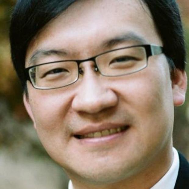 Ian Ying-Li Chen smiling head shot