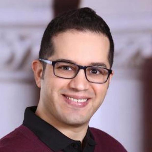 smiling headshot of Vahid Serpooshan