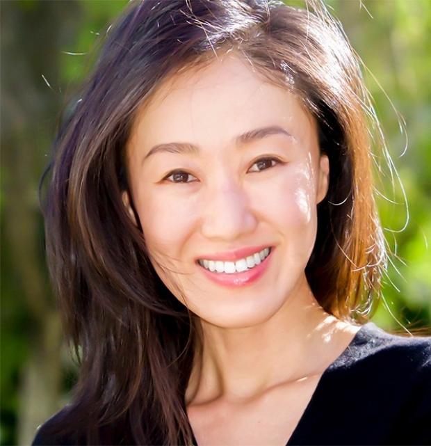 Hana Lee smiling head shot