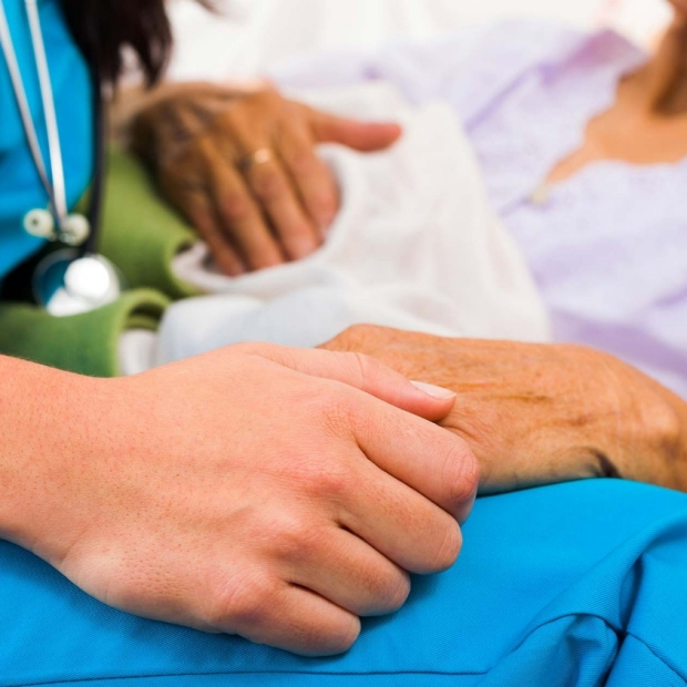 Study shows ethnicity does not predict type of end-of-life care patients want