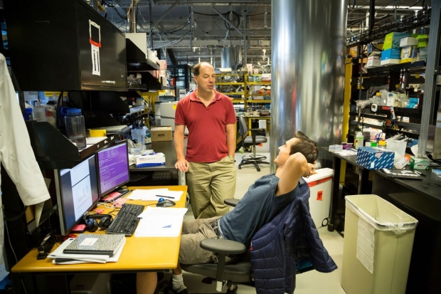 Stephen Quake talking to a researcher in his lab