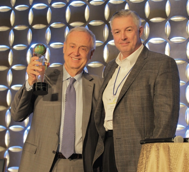 Emmett Cunningham, MD, (right) represents OIS in giving Mark Blumenkranz, MD, (left) the Lifetime Innovator Award