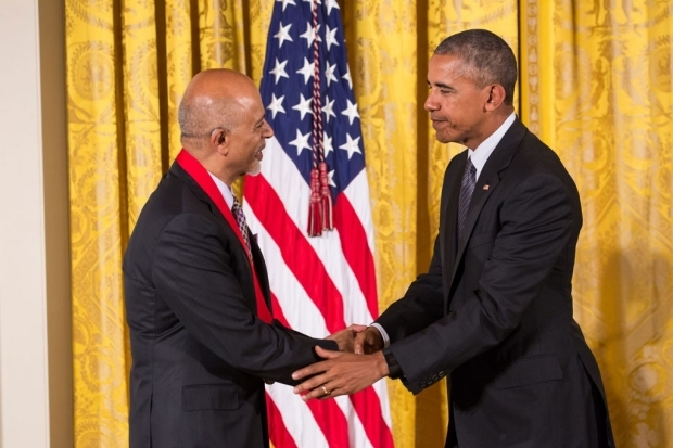 Dr. Verghese shaking hands with President Obama